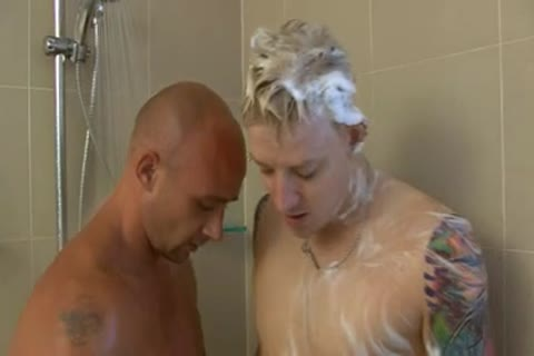 2 AUSSIES SHOWER AND blowjob TO sofa