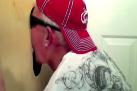 Gloryhole 28 Year daddy Newbie