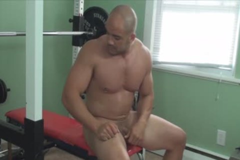 Mission4Muscle Rocky naked Muscle Workout