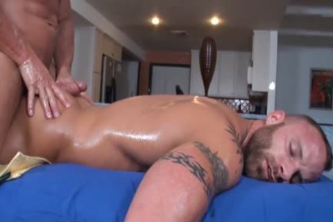 GayRoom Bodybuilder's receives cheerful Ending Massage