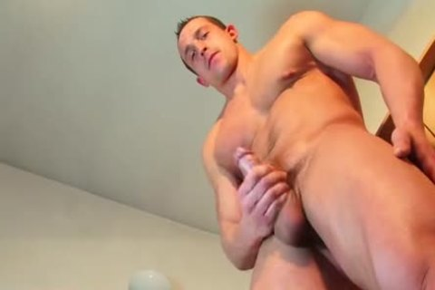 Full video: Eric A Soccer Player acquires Wanked His big penis By A man !