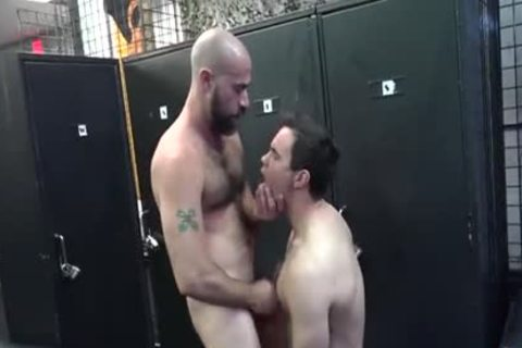 kinky Daddy bonks Pup In Locker Room