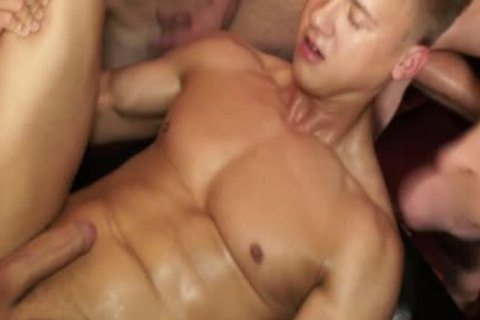 Muscled Euro stroking At Sexparty