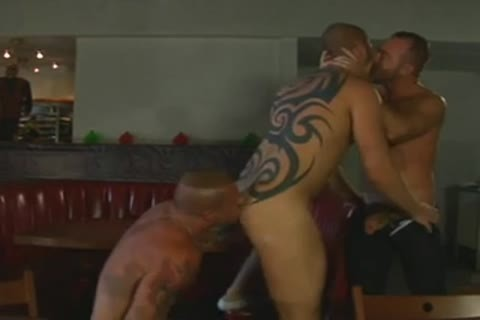 brawny Tatted Daddies threesome hammer - BareSexyBoys.com