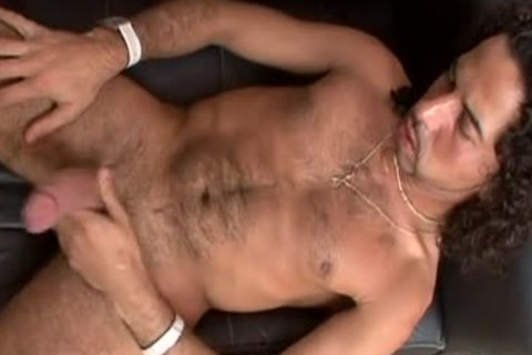 lustful Latino 10-Pounder stroking for the fans