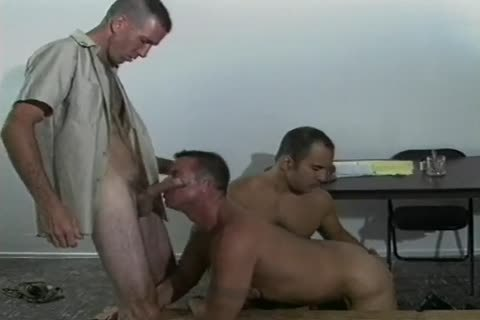 Four impure homo Soldiers drilling In Cantine