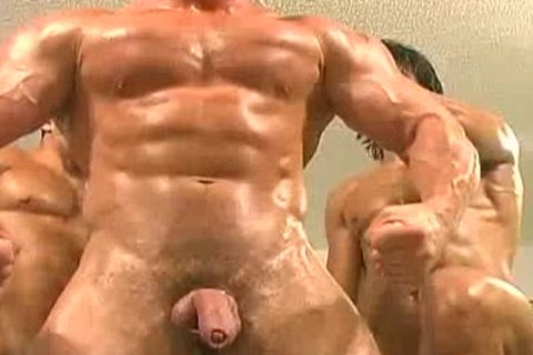 3some Muscle Worship