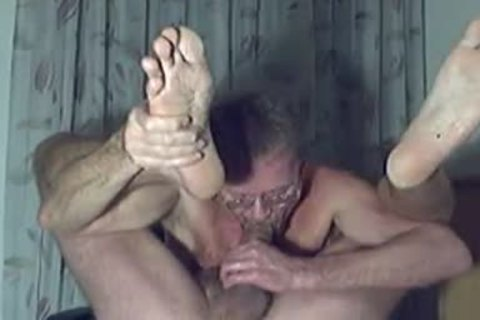 Bareback ramrod fills his ass with cream