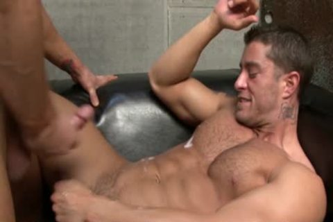 Cody Cummings acquires A oral stimulation From His Hunk ally