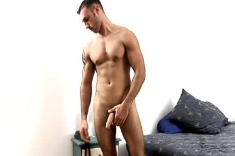 Latino Ex Marine Jacks knob In Hotel