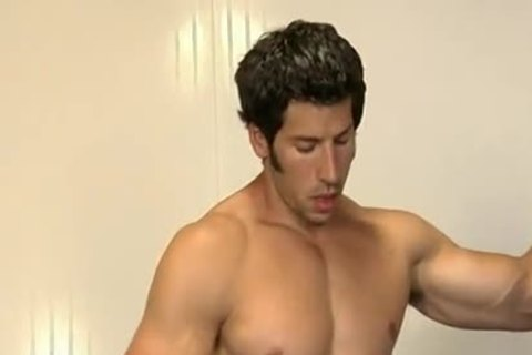 Throated pumped up hunk cums