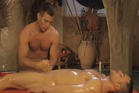 nice-looking And Relaxing Massage For His enjoyment