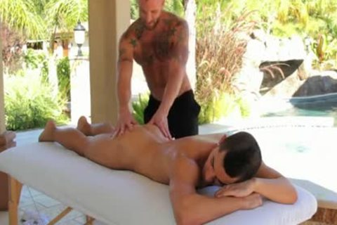 Relaxing Massage From Derek Parker