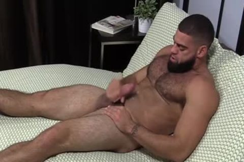 muscular Ricky Larkin wanking Off whilst Toes Are Sucked