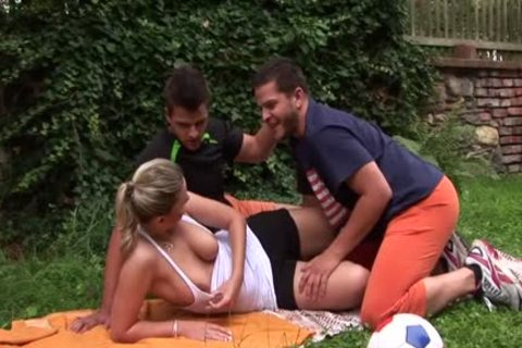 Ambisexual hunk cums hooker