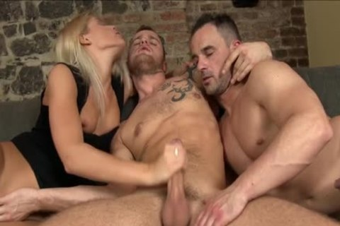 bi-raunchy man Gives fellatio job