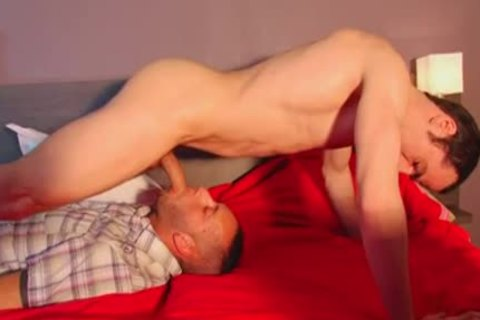 Full clip: A innocent str8 Delivery man Serviced His large wang By A man!