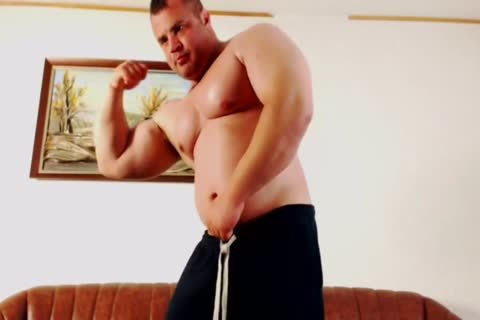 Muscle Bear jerk off