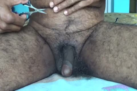 090717TRIMMING MY PUBIC HAIR WITH SCISSORS-2