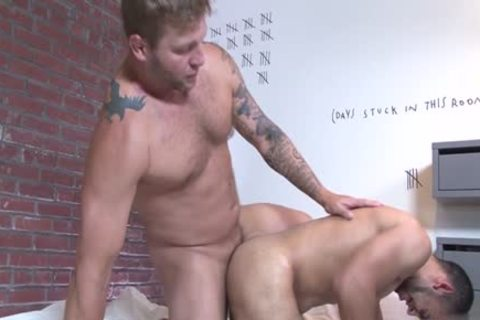 Muscle homosexual blowjob stimulation and cumshot