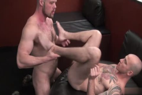 Tattooed homo gives bj