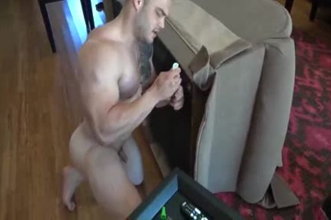 MUSCLE HUNK SOLO