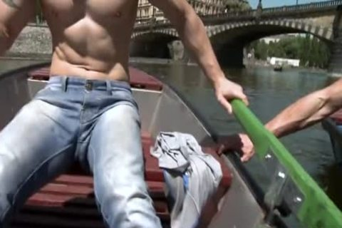 Muscle Daddy Public anal With cumshot