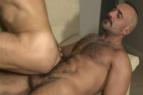 Muscle Bear bare With ejaculation