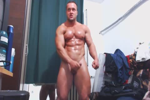 Muscle guy Jerks Off On web camera