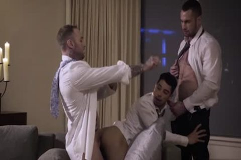Muscle homosexual 3some With cumshot