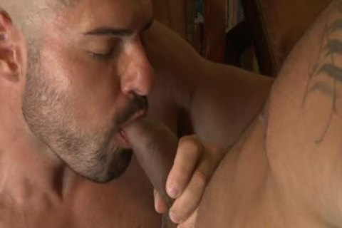 Muscle Bear bareback With anal ejaculation