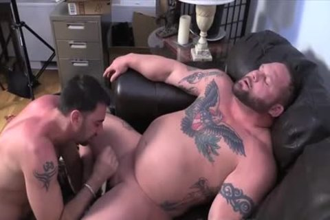 Muscle Bull suck job job