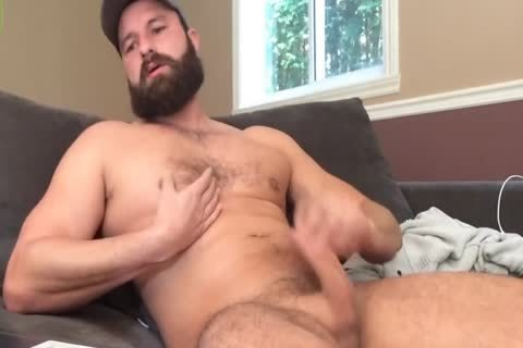 Bearded dude Jerks Off On cam