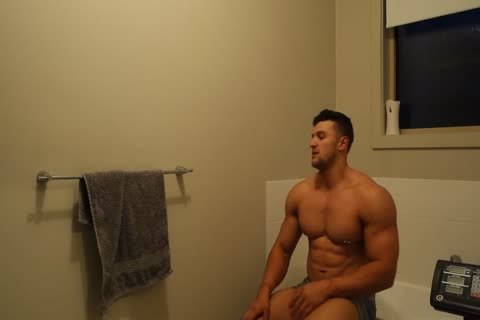 Aussie Muscle dude Showers