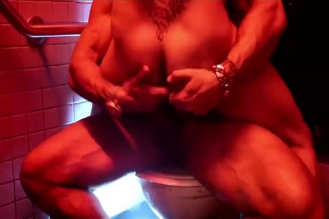 RR pounding In A Public bathroom