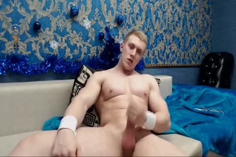 RUSSIAN BODYBUILDER AND hoe AVA CUMS FROM JERKING AND