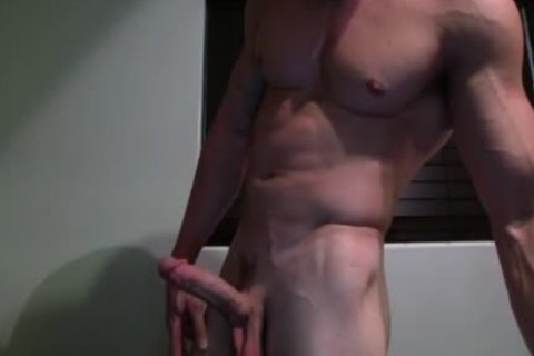 Muscled twink Lubes His 10-Pounder And Jerks Off