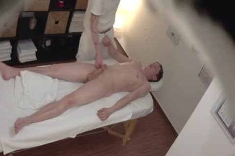 gay Massage For A juvenile man Who Knows What this man Wants